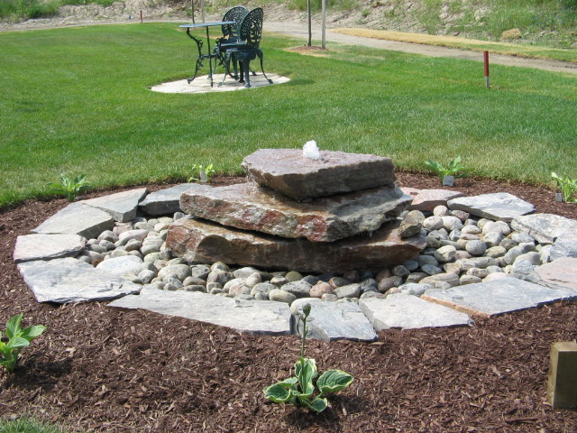 Quartzite Slabs Bubbling Rock Water Feature