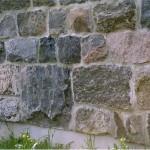 squared split fieldstone foundation
